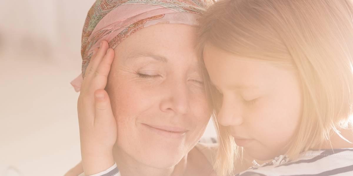 Madre e hija perdieron el cabello e hicieron una emotiva sesión de fotos