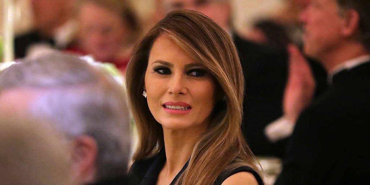 """Revista se disculpa con Melania Trump por haberla llamado """"prostituta"""""""