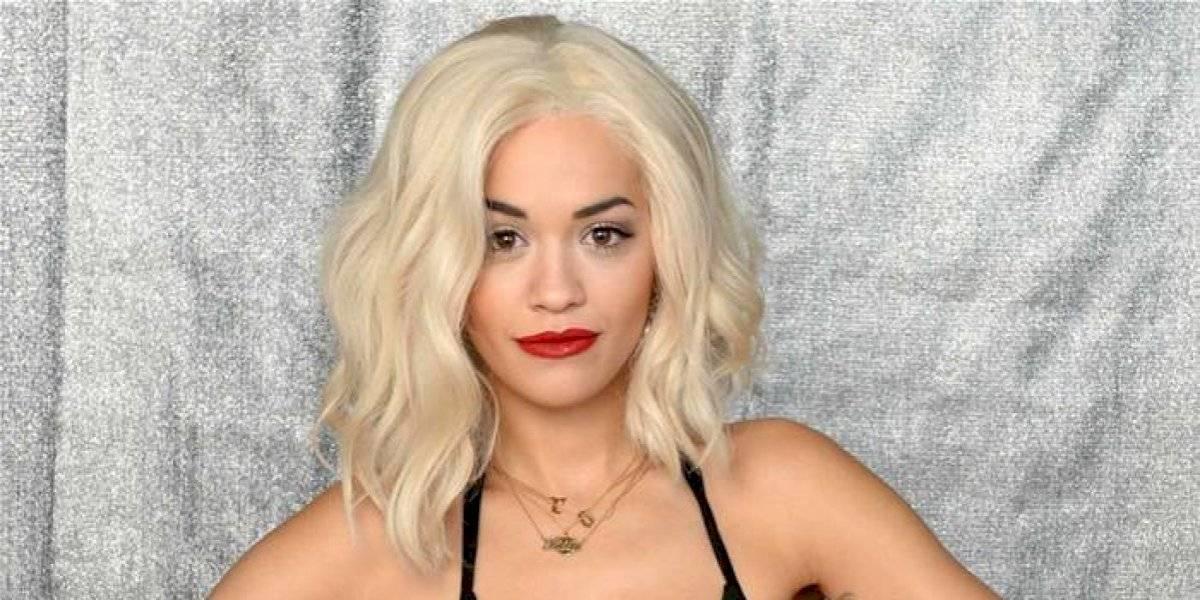 FOTOS. Rita Ora es captada paseando en la calle con blusa transparente y sin sostén