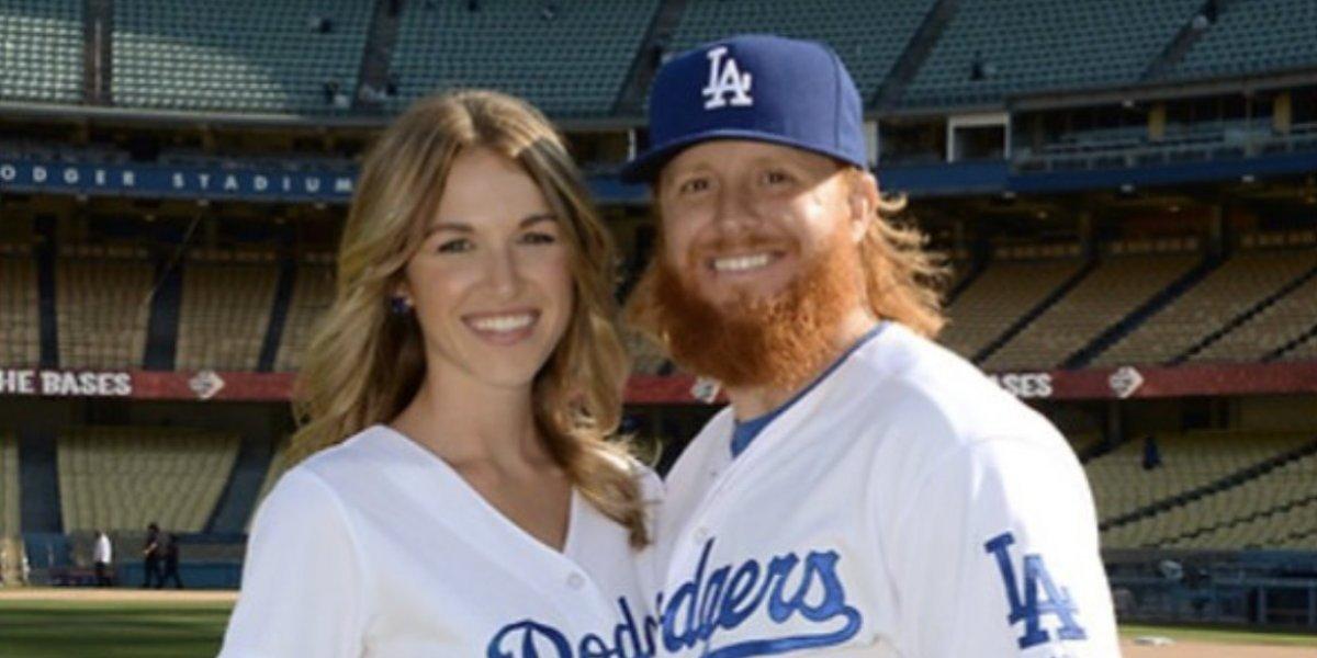 Tercera Base de los Dodgers se compromete con ex porrista