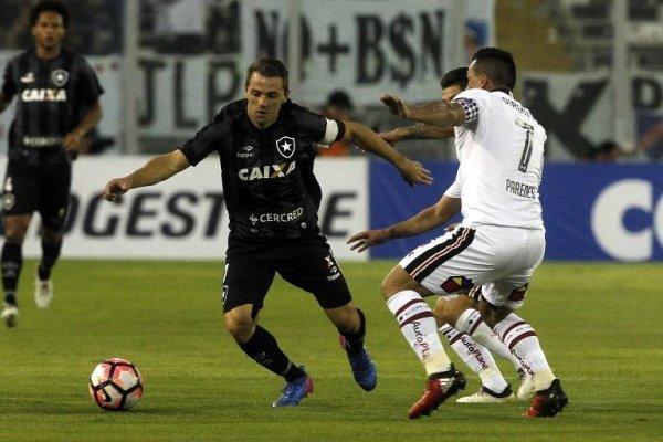 Walter Montillo jugó a comienzos de 2017 la Libertadores con Botafogo. Enfrentó a Colo Colo en el Monumental / Foto: AFP