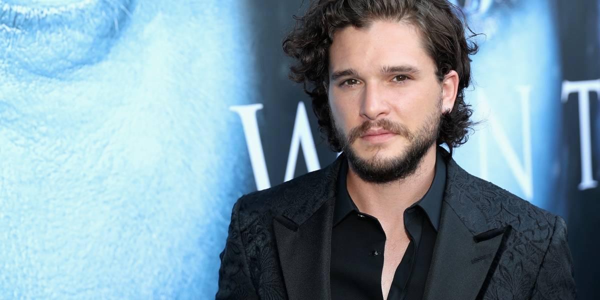 """No sabe ni vestirse: """"Jon Snow"""" es un desastre en la moda según revista"""