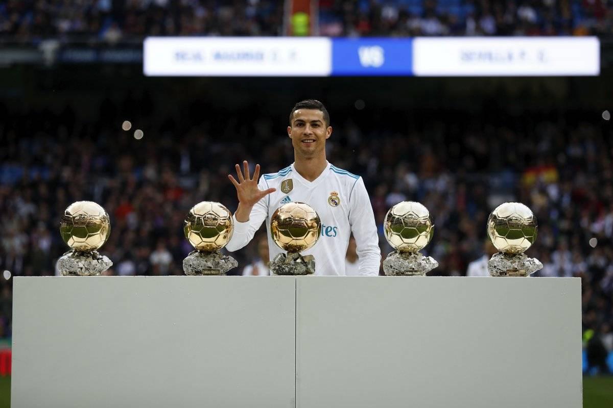 Cristiano Ronaldo con sus cinco Balones de Oro
