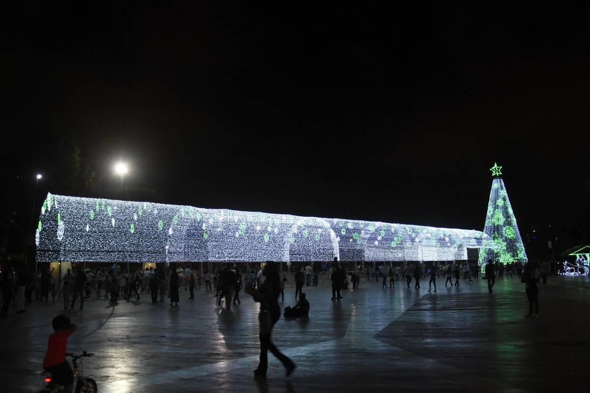 Túnel navideño en la Plaza de la Paz en Barranquilla. Jairo Cassiani