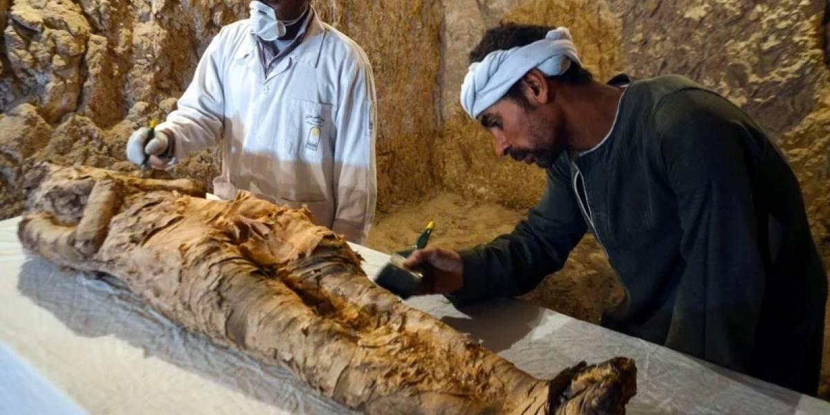 Arqueólogos descubren dos tumbas antiguas en Egipto