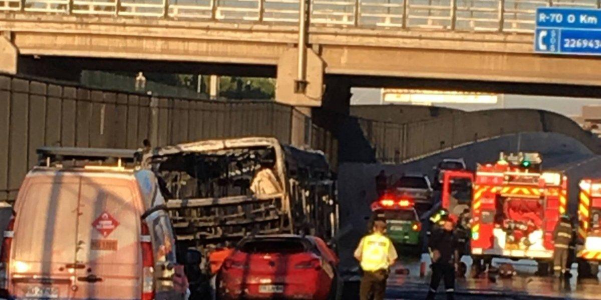 Fatalidad en autopista Vespucio Sur: conductora impactó a Transantiago y murió calcinada en su vehículo