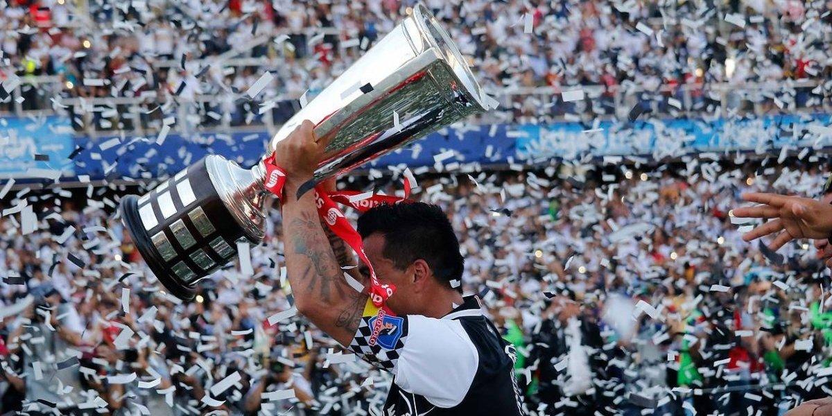 Dedicados a Gonzalo Fierro: Los alocados festejos del plantel de Colo Colo tras ganar el Transición