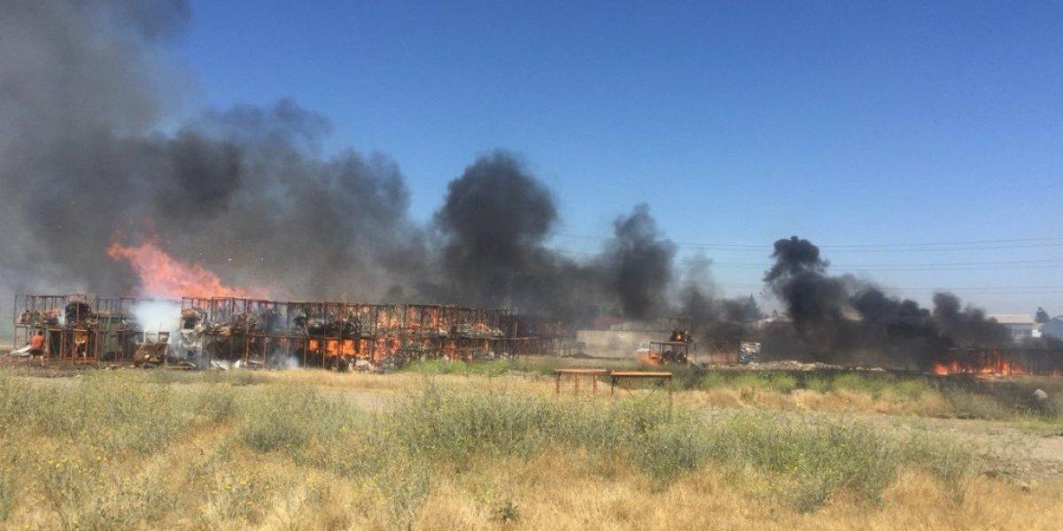 Incendio afectó a la planta de producción de la confitería Fruna en Maipú