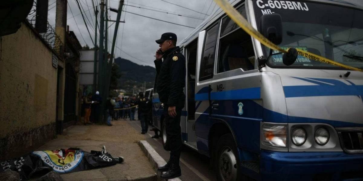 Pasajero de microbús pide su vuelto y asesina a ayudante