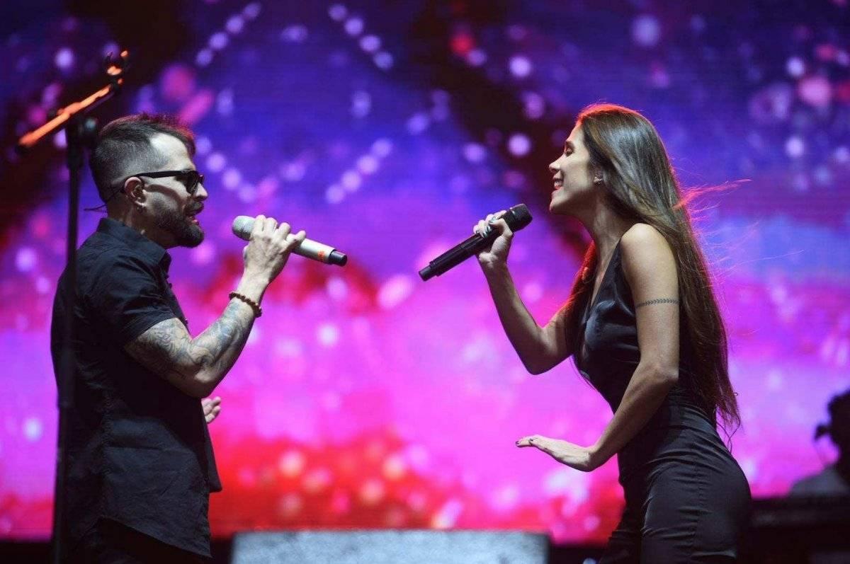 Con impactantes efectos visuales, el colombiano Mike Bahía se presentó en vivo minutos antes del show de luces. Foto: Edwin Bercián