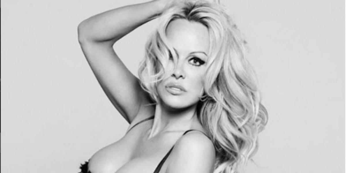 Pamela Anderson publicó fotografías en lencería