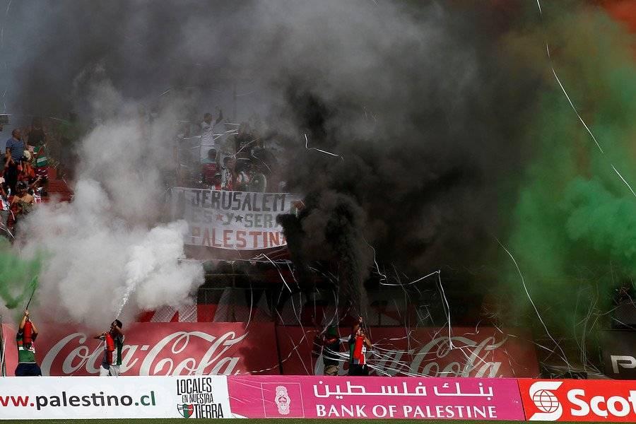"""""""Jerusalem es y será Palestina """", el lienzo de los hinchas / imagen: Photosport"""