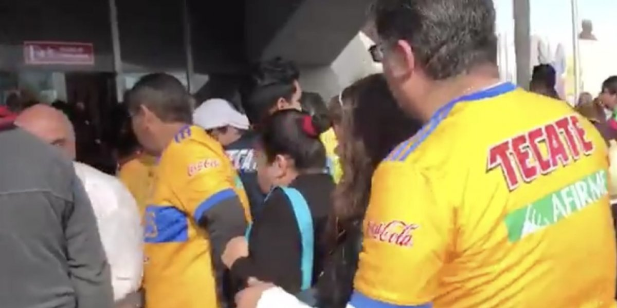 Aficionados regios asisten a la Basílica para pedir por sus equipos