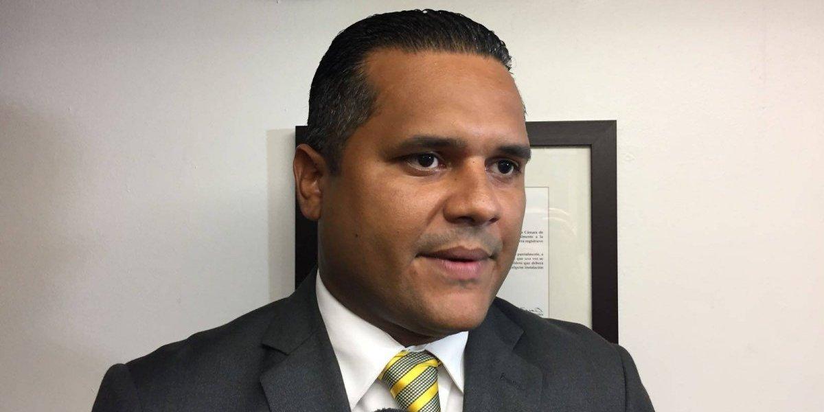 Gobernador solicita nuevamente renuncia de legislador acusado por violencia de género