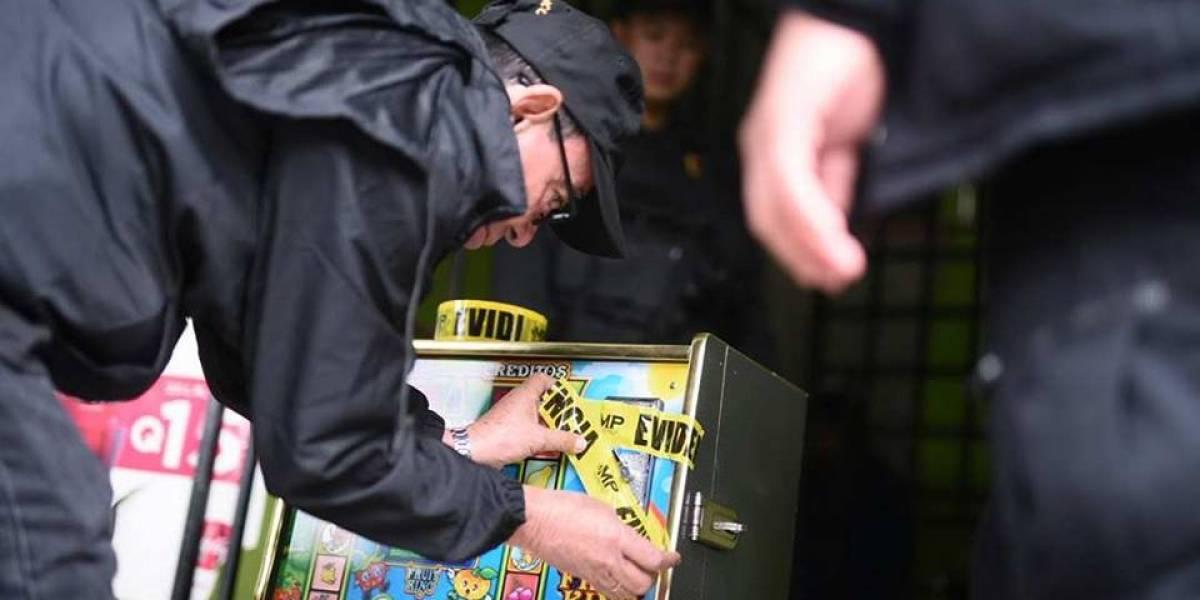 Fuerzas de seguridad decomisan máquinas tragamonedas en Villa Nueva