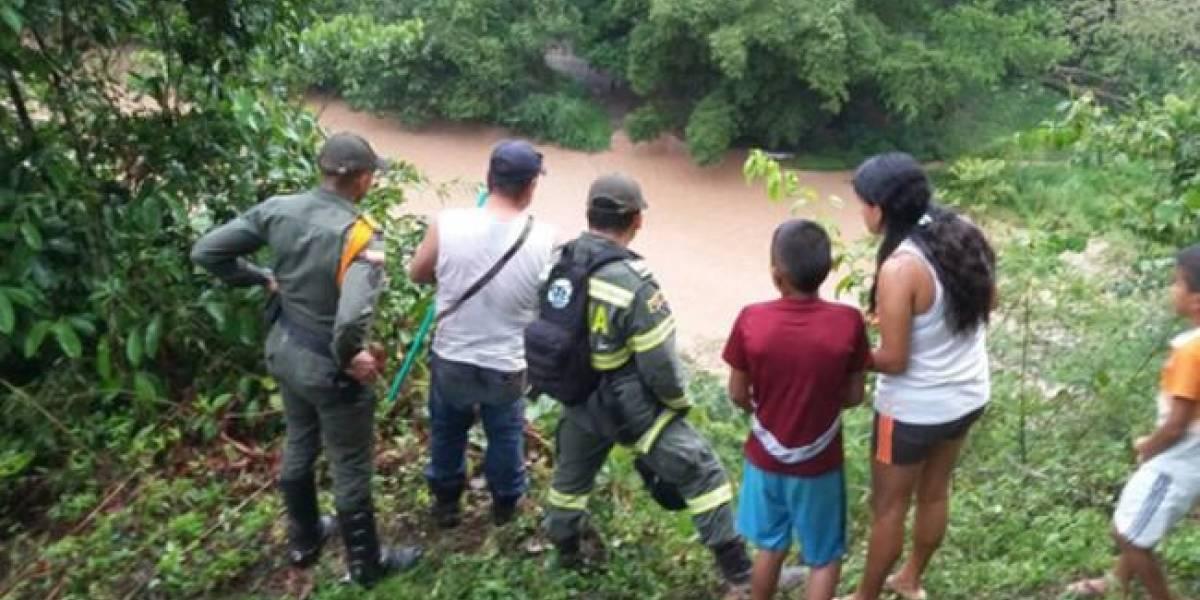 Hombre roba cartera, se lanza a un río y se ahoga