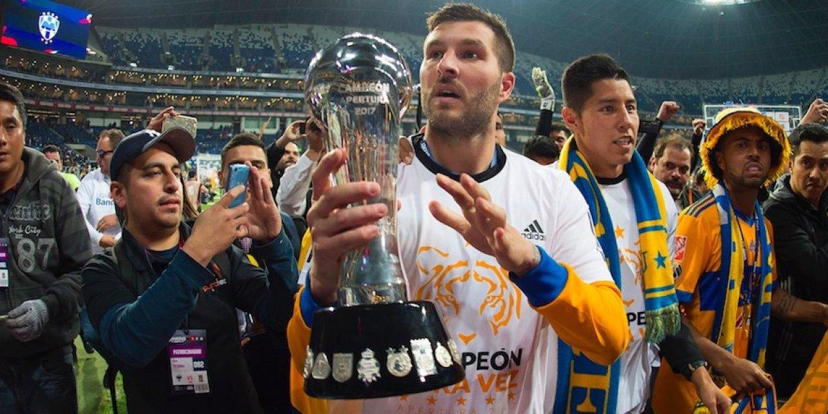 VIDEO: Gignac lleva el trofeo con aficionados de Tigres