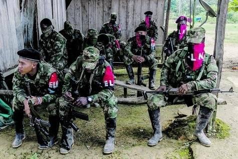 El Eln aprovecha el cese al fuego para tener momentos de recreación, para entrenar y para compartir entre compañeros. |Fotos: juan pablo pino - publimetro