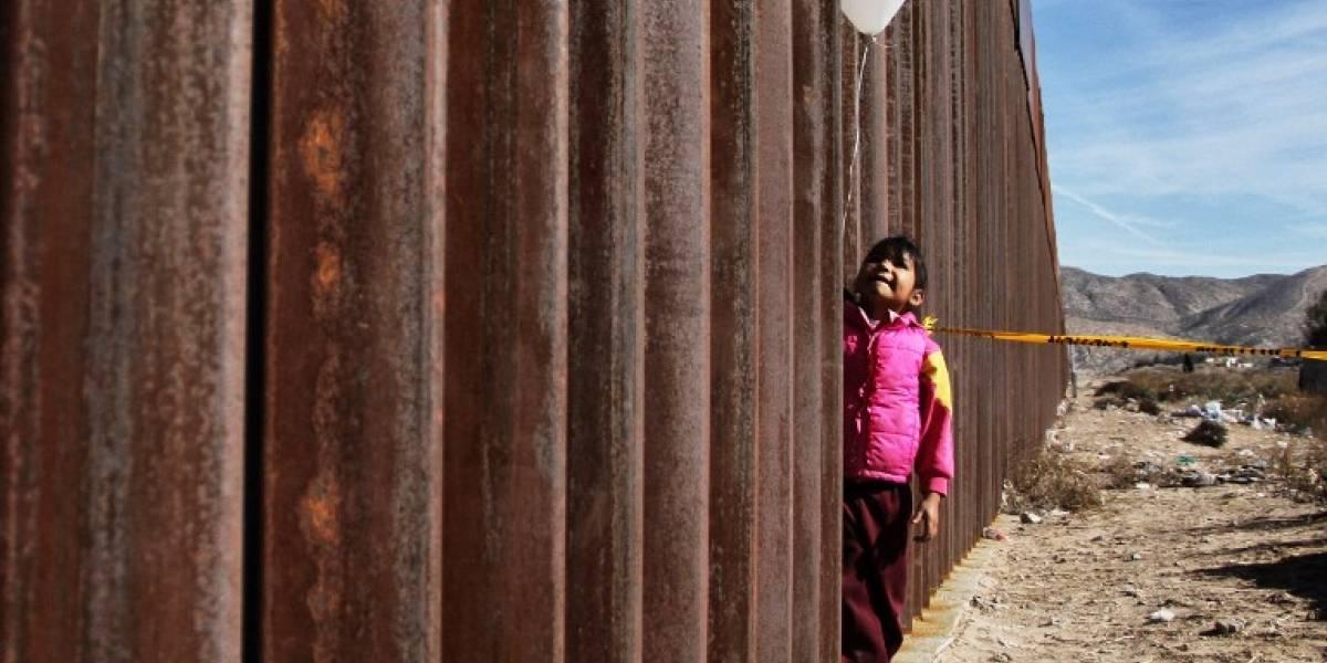 'Dreamers' y sus familiares se reúnen en frontera entre México y EE. UU.
