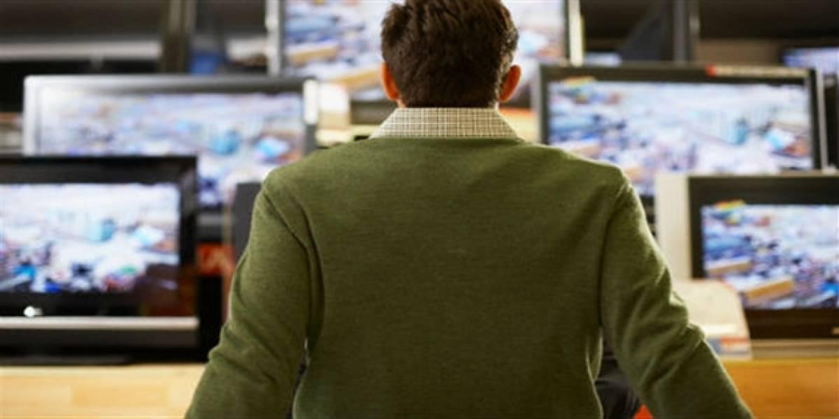 Comprador aseguró que proyectaron video íntimo en televisor a la venta en almacén de cadena