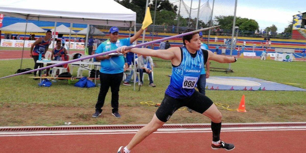 El guatemalteco Luis Mario Taracena celebra un oro y un nuevo récord en Managua