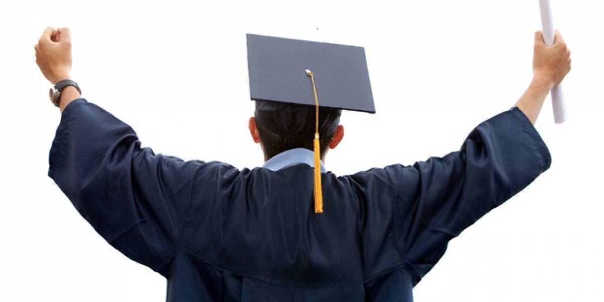 Protestaron porque un plantel educativo les entregó diplomas sin validez a sus estudiantes