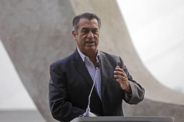 El también Gobernador de Nuevo León lleva más de 853 mil firmas.