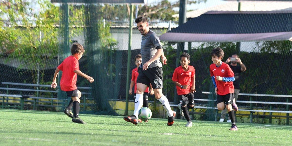 David Villa visita DV7 Soccer Academy República Dominicana