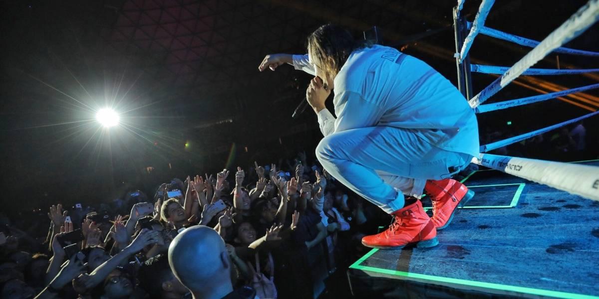 """""""Estamos con los chilenos"""": vocalista de Arcade Fire sorprendió con cacerolazo al ritmo de """"El baile de los que sobran"""""""