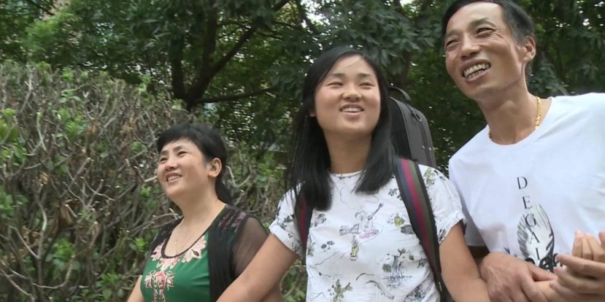 O bilhete secreto que levou chinesa adotada por americanos a reencontrar pais biológicos 20 anos depois