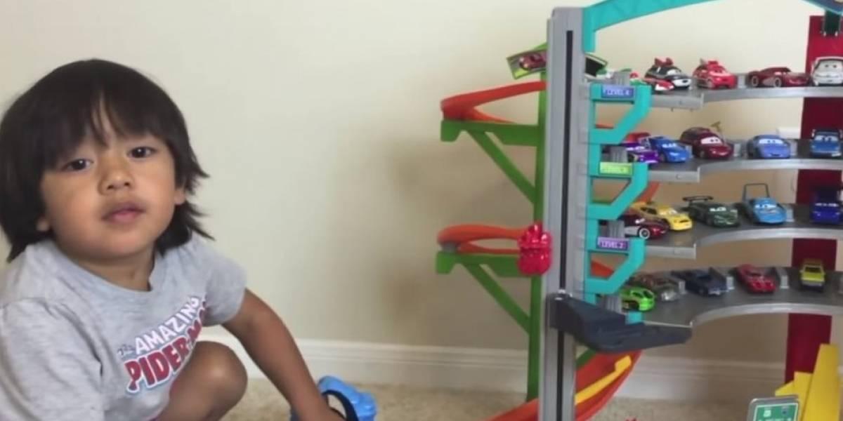 O menino de 6 anos que ganha R$ 36 milhões ao ano desempacotando brinquedos no YouTube