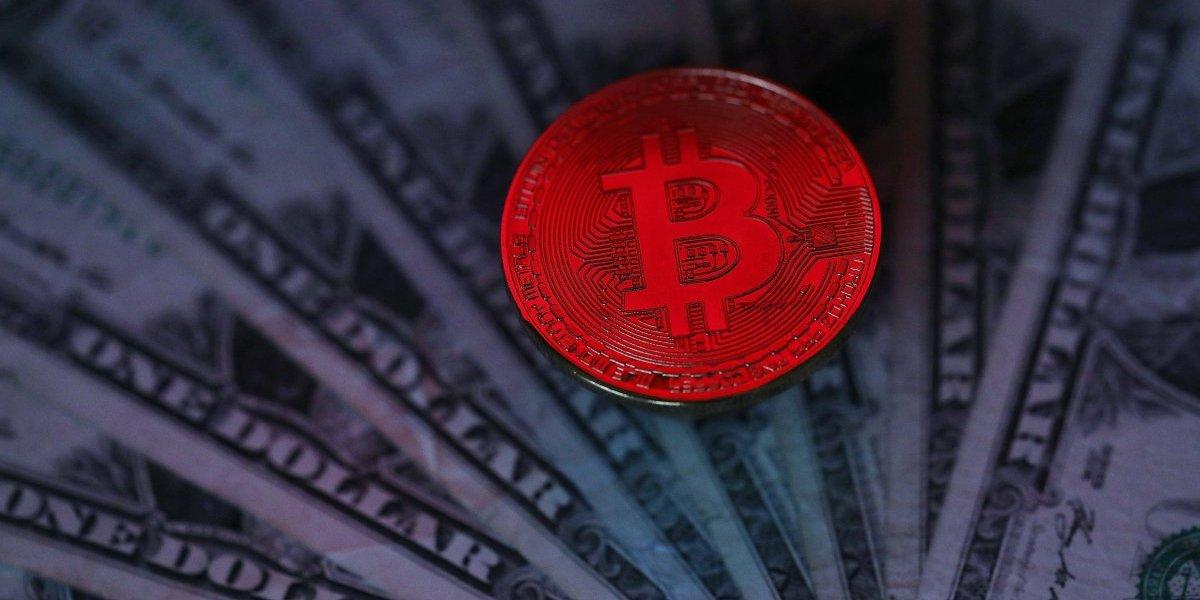 ¿Se cumplen los pronósticos más pesimistas? Bitcoin sigue retrocediendo y baja de los US$15 mil