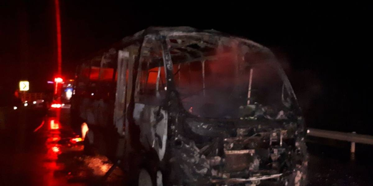 Presuntos exguerrilleros quemaron un bus en el Cauca