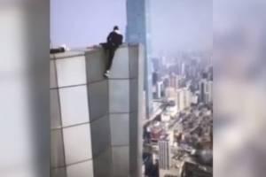 Sem querer, acrobata chinês grava a própria morte