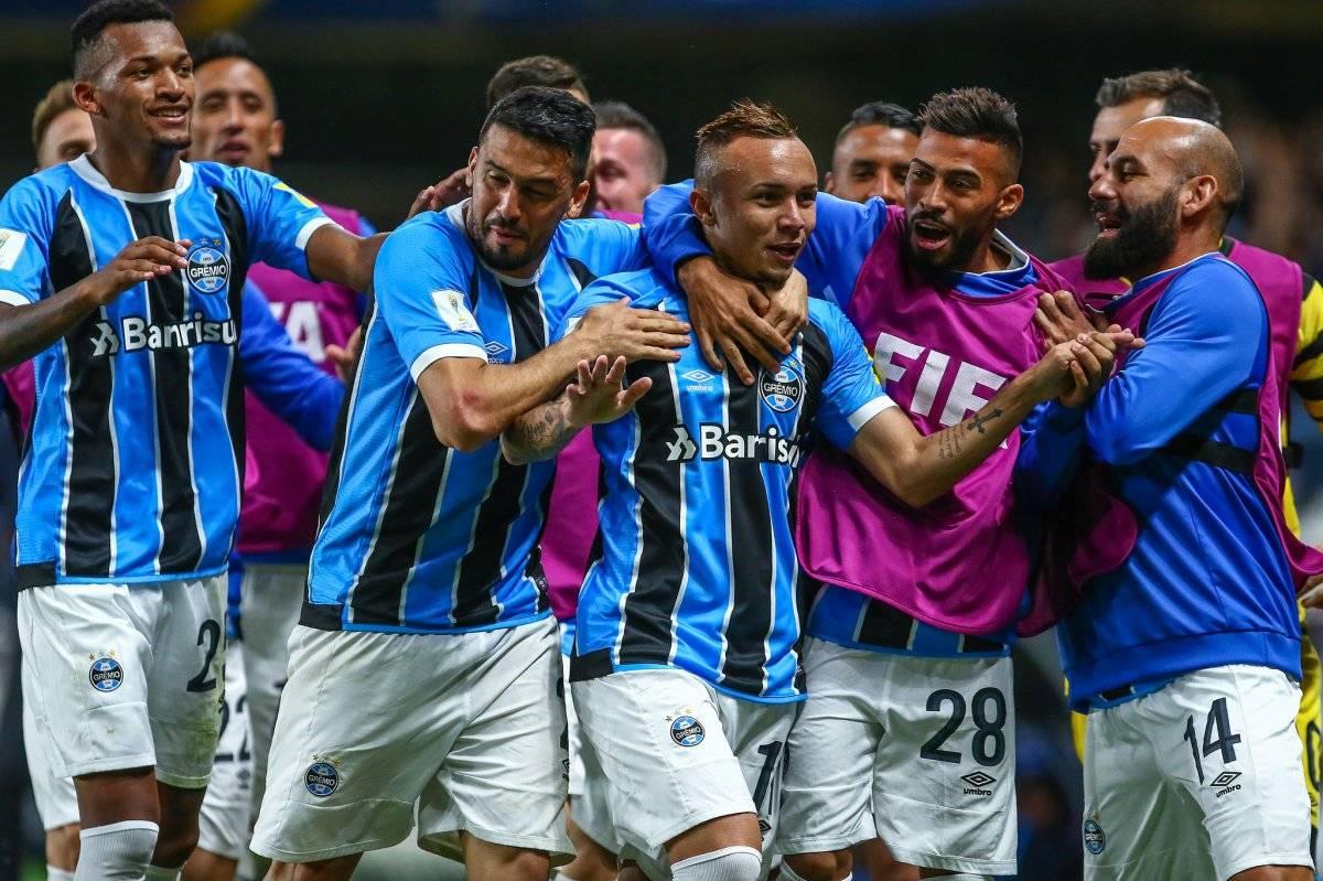 Jogadores comemoram o gol de Everton (centro) Lucas Uebel/Grêmio