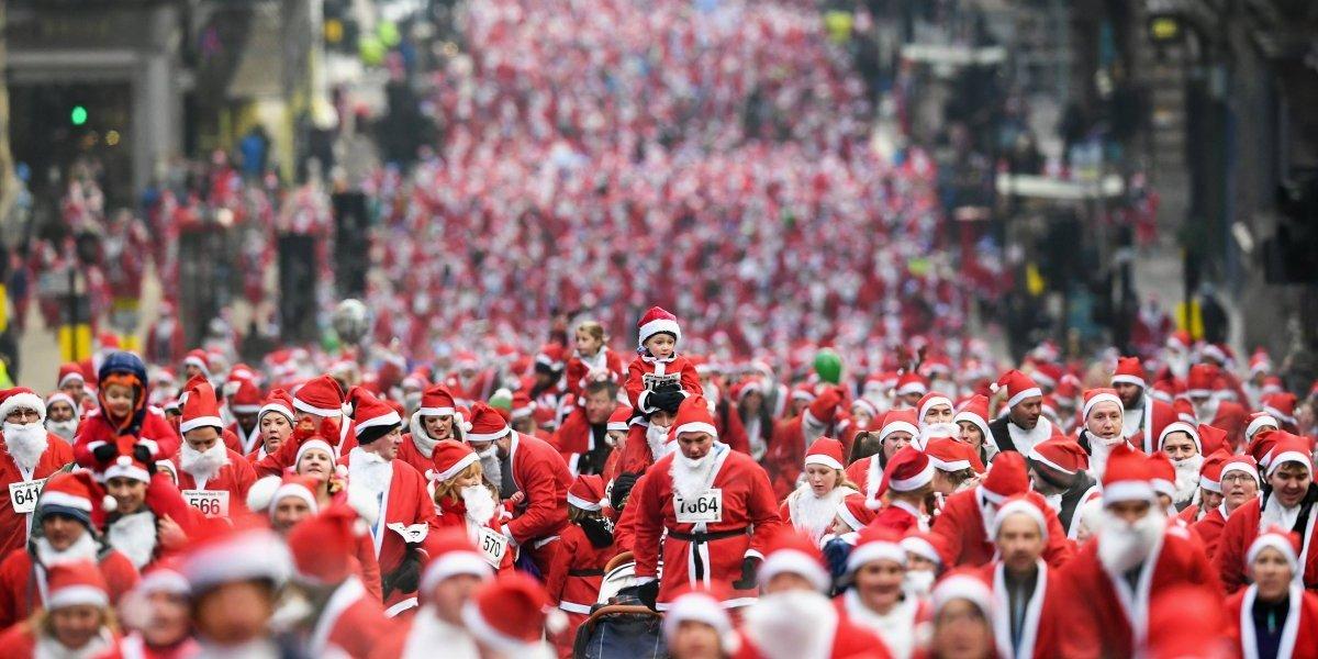 Santas toman las calles