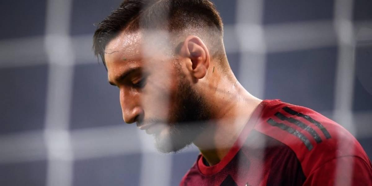 VIDEO. Portero del AC Milan llora en el vestuario tras ver una cruel pancarta en su contra