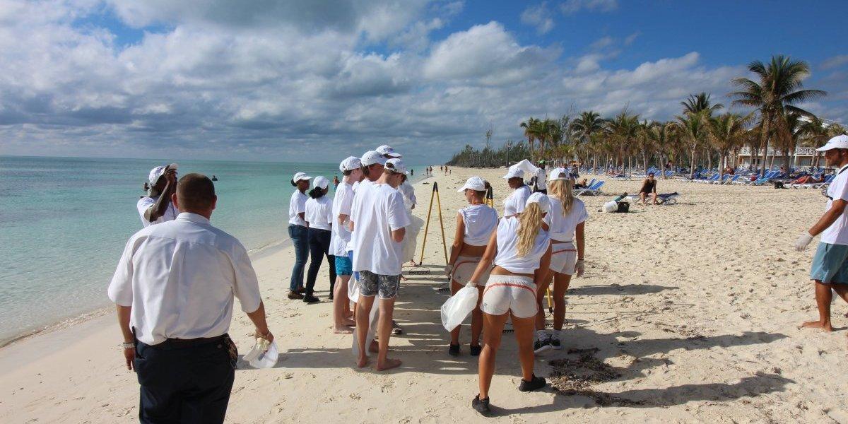 Hoteles Viva Wyndham Resorts limpia sus playas y dan mantenimiento a corales