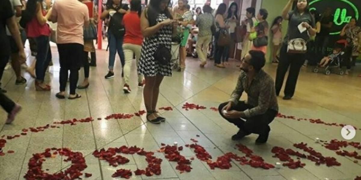 Romántica propuesta de matrimonio en centro comercial de Barranquilla