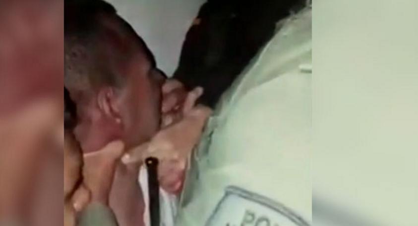 'El mordelón' casi le arranca un dedo a policía que lo detuvo por participar en una riña