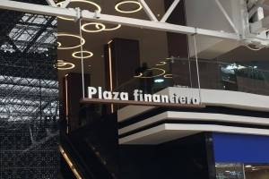 Plaza financiera Oakland Mall