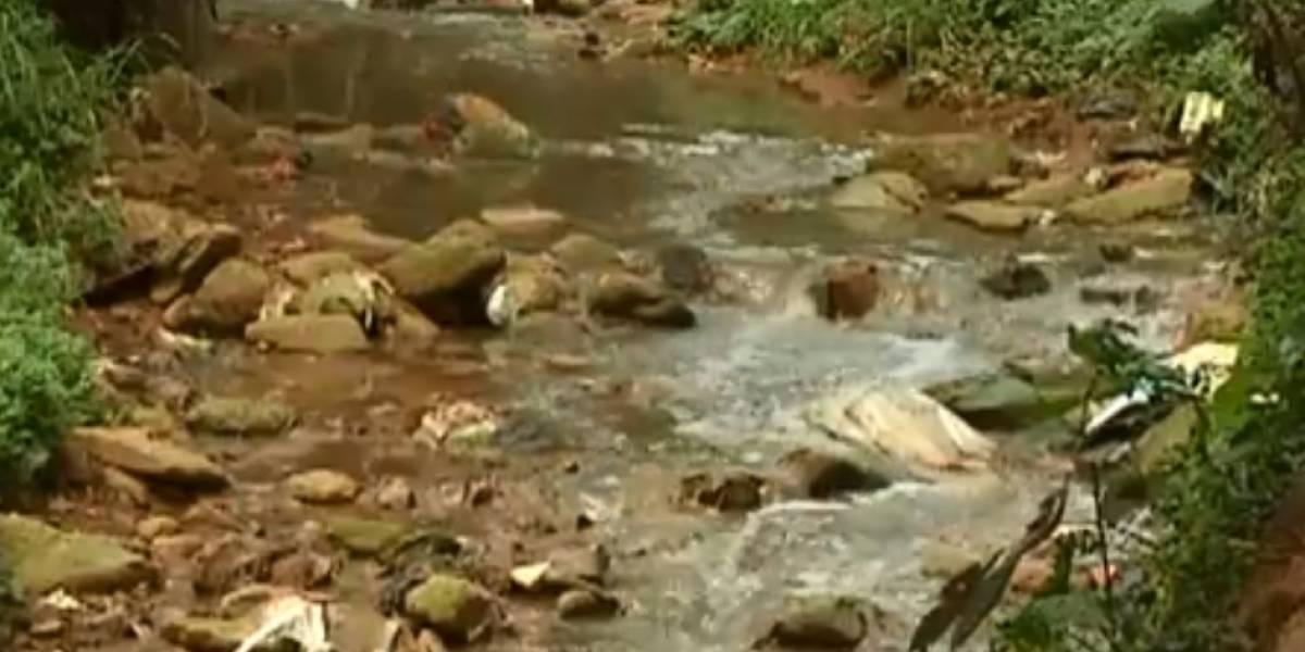 ¡Aterrador! Feto de ocho meses de gestación fue lanzado a una quebrada en Medellín