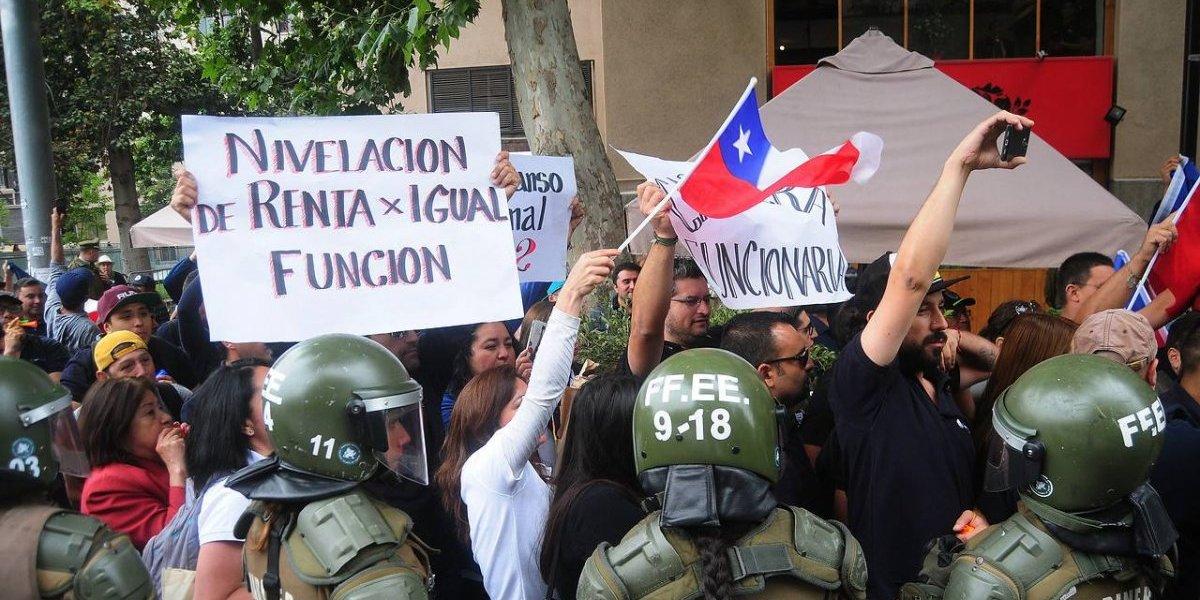 El complejo día de la ministra Paola Tapia: trabajadores en huelga la interrumpieron en plena actividad