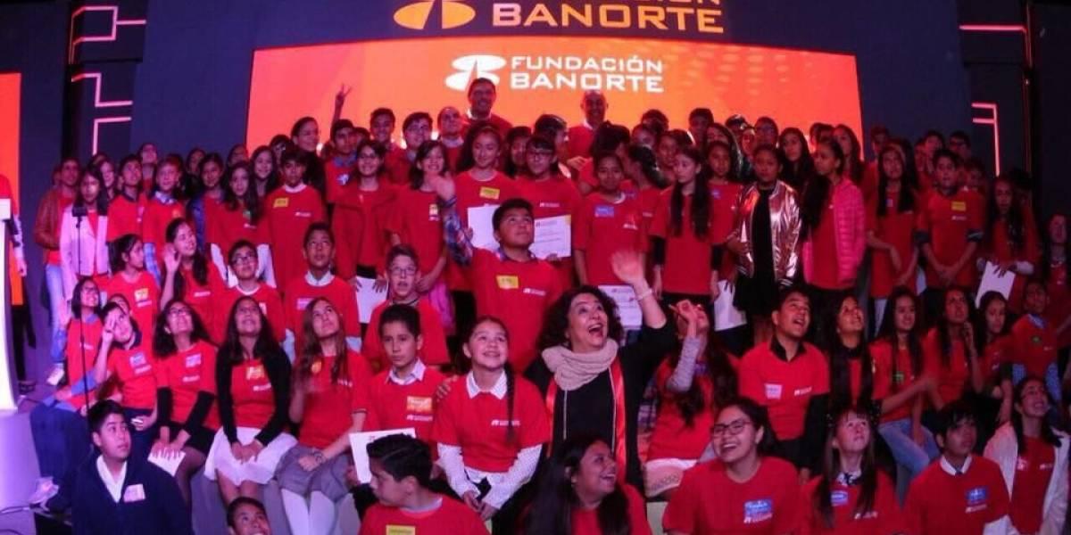 Carlos Hank González entrega 602 becas de excelencia