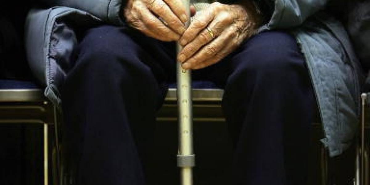 Con estos engaños dos mujeres se la pasan robando abuelos en Bogotá