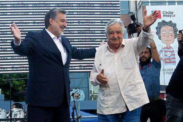 """Pepe Mujica fue """"estrella"""" en el cierre de campaña de Alejandro Guillier"""