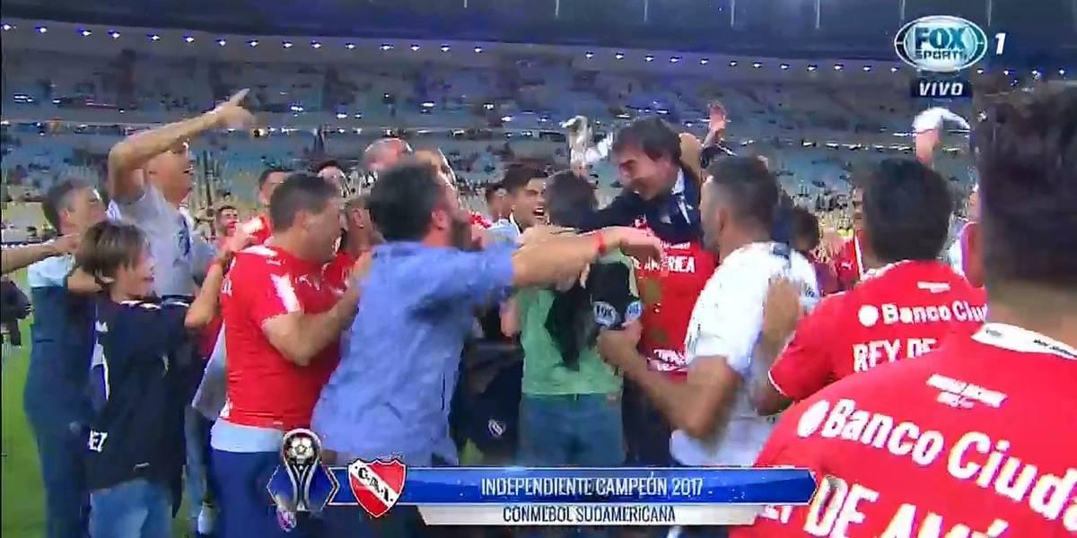 """¿Cómo te va, Benedetto? Eterno periodista de Fox fue """"víctima"""" del campeón Independiente"""