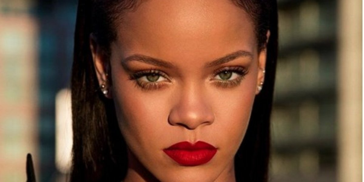 Sale a la luz un topless que hizo Rihanna en 2015 y serán expuestos en una expo de fotografía