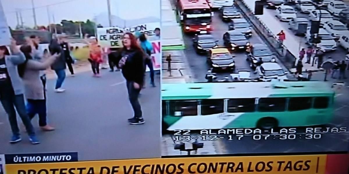 """Vecinos de Lampa protestan contra nuevos tags pero las redes sociales acusaron """"tongo"""" por manifestante que afirmó """"yo voto Piñera"""""""