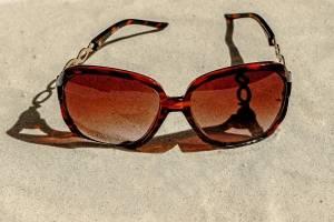 https://www.publimetro.com.mx/mx/estilo-vida/2017/12/16/cuida-ojos-rayos-uv-ciegas-3-millones-personas.html